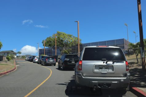 Textbook pickup created traffic that extended down the teacher parking lot and onto Ala Napunani St.