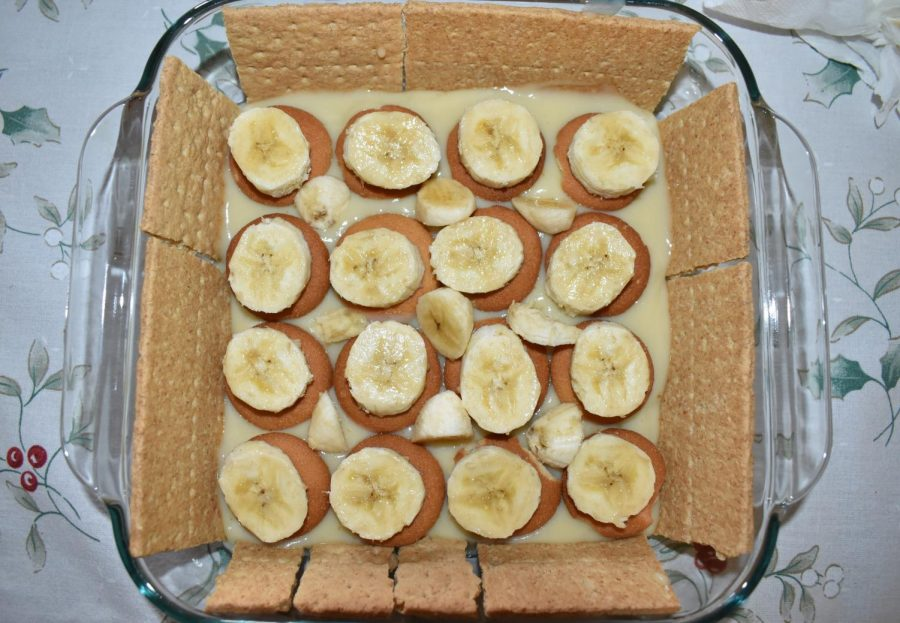 Another layer of Nilla wafers and bananas are placed on top.